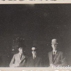 Fotografía antigua: FOTOGRAFIA FOTO ARTISTICA HOMBRES EN EL DESPACHO 1945. Lote 182961812