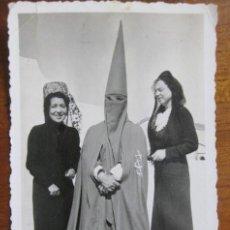 Fotografía antigua: CURIO FOTOGRAFIA FOTO SEMANA SANTA NAZARENO HERMANDAD QUINTA ANGUSTIA ? SEVILLA MUJER MANTILLA 1925. Lote 183391581
