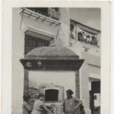 Fotografía antigua: FOTOGRAFIA DE RONDA. MALAGA. ESCENAS CORRIENTES. FOTO LOZANO. 8,8X6 CM. FOTSEV-914. Lote 184096595