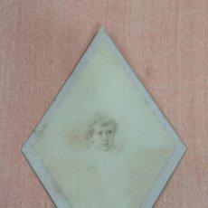 Fotografía antigua: ANTIGUA FOTOGRAFÍA. NIÑA. FOTOGRAFO MARIA E R CAMPOS. LISBOA. EN FORMA DE ROMBO. Lote 184116380
