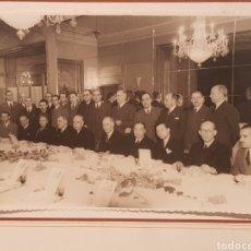 Fotografía antigua: FOTOGRAFÍA ,JUNTA DIRECTIVA DE LA AGRUPACIÓN MUTUA DEL COMERCIO Y DE LA INDUSTRIA.AÑO 1946.17 × 11. Lote 184198991