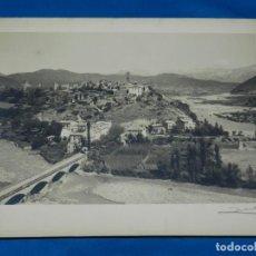 Fotografía antigua: (M) FOTOGRAFIA ANTIGUA DE AINSA (HUESCA) - FOTOGRAFIA DE ZERKOVICH FIRMADA A LAPIZ, 40X30CM.. Lote 185775668