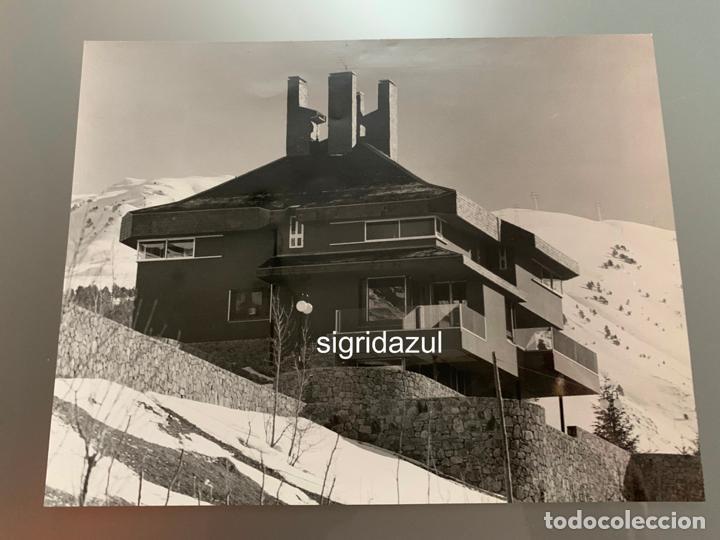 Fotografía antigua: FRANCESC CATALA ROCA FOTO ORIGINAL CASA HEREDERO TREDÓS 1968 - Foto 2 - 186083945