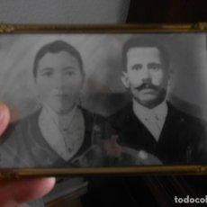 Fotografía antigua: FOTOGRAFIA ANTIGUA CON MARCO DE UN MATRIMONIO ITALIANO. Lote 187431267