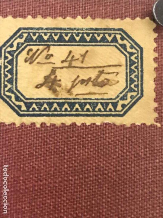 Fotografía antigua: Antigua foto redonda bebe medalla cojin y camison marco piel 12,4x12,4 cm - Foto 6 - 188465796