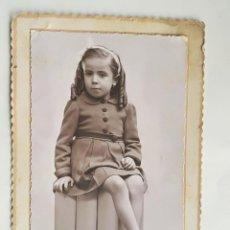 Fotografía antigua: ANTIGUA FOTOGRAFIA ARTISTICA DE UNA NIÑA - ESTUDIO FOTOGRAFICO: LUMIERE RONDA S. PABLO, 61 BARCELONA. Lote 188532812