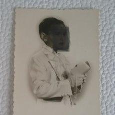 Fotografía antigua: RECORDATORIO CON FOTO PRIMERA COMUNIÓN BLANCO Y NEGRO, FOTO AGUILAR, COCENTAINA, 24 DE MAYO 1959. Lote 187388126