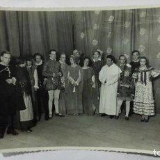 Fotografía antigua: FOTOGRAFIA COMPAÑIA DE TEATRO, AÑOS 50, MEDIDAS 17 X 12,5 CM. Lote 191930731
