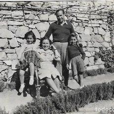 Fotografía antigua: == F264 - FOTOGRAFÍA - PAREJA JUNTO A SUS DOS HIJOS. Lote 192866865