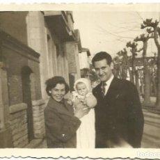 Fotografía antigua: == G805 - FOTOGRAFÍA - JOVEN PAREJA CON SU BEBE. Lote 193227907