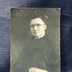Fotografía antigua: FOTOGRAFIA DE UN CURA PADRE CARBALLO DEDICADA ANSEDE FOT SALAMANCA 14X9CMS PPIO S XX. Lote 193357167