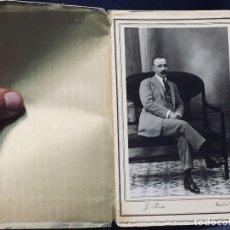 Fotografía antigua: SEÑOR SENTADO BANQUETA AÑOS 1910 1920 RUIZ ARIAS ELECTRICK MADRID. Lote 193399975