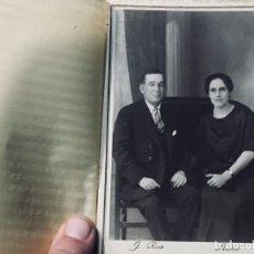 Fotografía antigua: PAREJA SENTADOS BANQUETA AÑOS 1910 1920 RUIZ ARIAS ELECTRICK MADRID. Lote 193400098