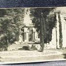Fotografía antigua: FOTOGRAFIA RETIRO MADRID PASEO COCHES ERMITA ROMANICA BLANCO NEGRO MITAD S XX 7X10CMS. Lote 193402522