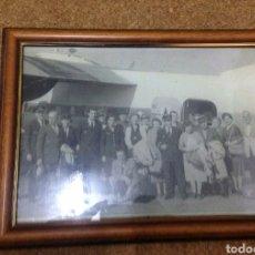 Fotografía antigua: CUADRO FOTOGRAFÍA ESCENA AERONAUTICA. Lote 193433895