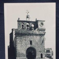 Fotografía antigua: FOTOGRAFIA BLANCO Y NEGRO MITAD S XX IGLESIA ROMANICA CAMPANARIO PUEBLO CASTILLA 14,7X10,5CMS. Lote 193963882