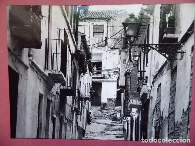 MALAGA FOOTOGRAFIA DE LA CRUZ VERDE, OCTUBRE DE 1991, BRILLO, (Fotografía - Artística)