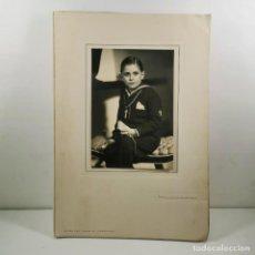 Fotografía antigua: FOTOGRAFIA - NIÑO PRIMERA COMUNIÓN - AÑOS 40 - FOTOGRAFO LUMIERE BARCELONA - 32 X 22,5 CM / TC-2. Lote 194222341