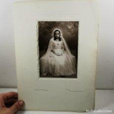 Fotografía antigua: FOTOGRAFIA - NIÑA PRIMERA COMUNIÓN AÑOS 20 - NIEPCE FONTANELLA, 22 BARCELONA - 42,5 X 30 CM / TC-2. Lote 194223190