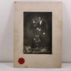 Fotografía antigua: FOTOGRAFIA ESTUDIO - PAREJA RECIÉN CASADA - BODA - LLEIDA (LÉRIDA) - FINALES XIX - 23X17 CM / TC-4. Lote 194229190