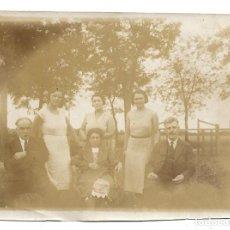 Fotografía antigua: LOTE 5 FOTOGRAFIAS ANTIGUAS - DOPS FMILIAS EN EL PARQUE- EL 19 - 7- 1.931. Lote 194235860