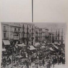 Fotografía antigua: FOTO ANTIGUA COPIA PLAZA DEL MERCADO SABADELL TAMAÑO 40 CM X 30 CM. Lote 194242266