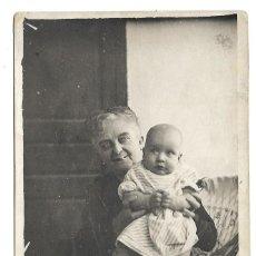 Fotografía antigua: FOTOGRAFIA ANTIGUA - UNA ABUELA Y NIETO - FOTO - . Lote 194273076