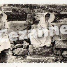 Fotografía antigua: PLAYA DE LAS CANTERAS. LAS PALMAS DE GRAN CANARIA. 13,5 X 6,5 CM. BAÑISTAS.. Lote 194341243
