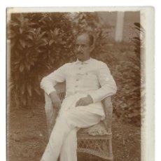 Fotografía antigua: FOTOGRAFIA ANTIGUA - UN CABALLERO EN EL JARDIN. Lote 194368500