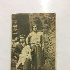 Fotografía antigua: FOTO. JOVEN MATRIMONIO CON SU BEBÉ. FOTÓGRAFO?.. Lote 194407570