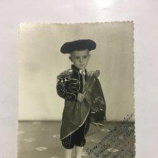 Fotografía antigua: FOTO. JOAQUINITO VESTIDO DE TORERO. BERMAR. BURJASOT. AÑO 1965.. Lote 194407918