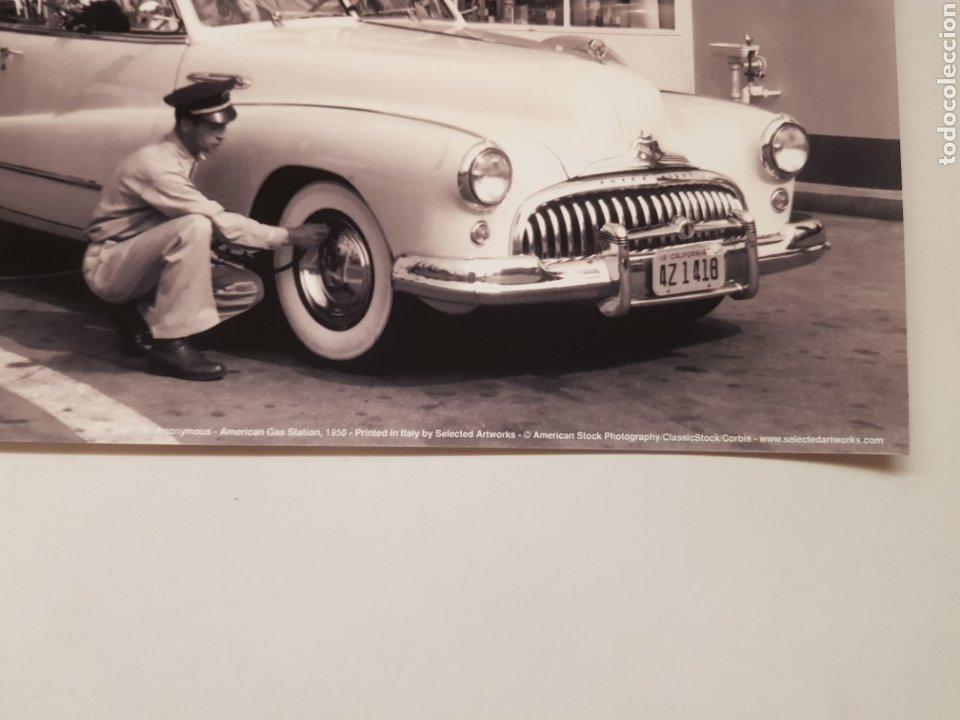 Fotografía antigua: GASOLINERA AMERICANA,1950. FOTOGRAFÍA B/N ORIGINAL CON MATRICULA LEGAL DEL EDITOR - Foto 2 - 194528143