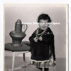 Fotografía antigua: CÁCERES. NIÑA CON TRAJE TÍPICO. REGIONAL. ESTUDIO JAVIER. 11,5 X 8,5 CM. EXTREMADURA.. Lote 194528633