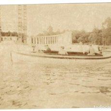 Fotografía antigua: FOTOGRAFÍA - PARQUE DEL RETIRO - LAGO - ANDAMIO PARA CONSTRUCCIÓN MONUMENTO AL REY ALFONSO XII . Lote 194537920