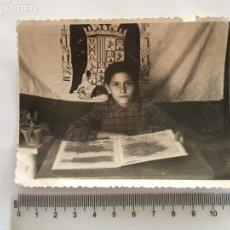 Fotografía antigua: FOTO. RECUERDO DE LA ESCUELA DE LA POSTGUERRA. FOTÓGRAFO?.. Lote 194572841