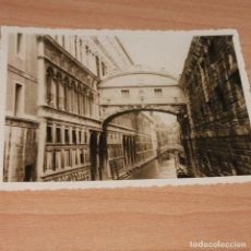 Fotografía antigua: CONJUNTO DE 25 FOTOGRAFIAS FINALES AÑOS 30 DE UNA PAREJA VIAJANDO POR VENECIA. Lote 194606902
