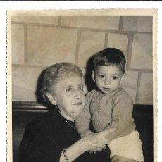 Fotografía antigua: FOTOGRAFIA ANTIGUA - ABUELA CON SU NIETO -FOTO- VALENCIA -AMPARO USERA,16-MADRID. Lote 194612922