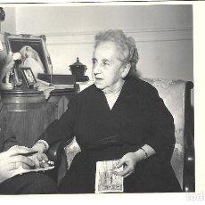 Fotografía antigua: FOTOGRAFIA ANTIGUA - ABUELA JUGANDO A LOTERIA -FOTO- AUMENTE -ALVAREZ DE CASTRO,27 -MADRID. Lote 194614542