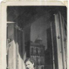 Fotografía antigua: == FP94 - FOTOGRAFIA PEQUEÑO FORMATO - BONITA JOVEN - 1939 - 6,5 - X 4,5 CM.. Lote 194629698