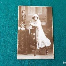 Fotografía antigua: FOTOGRAFIA TARJETA POSTAL NIÑA CATOLICA - YRUELA (MADRID). Lote 194641716