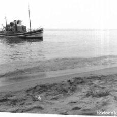 Fotografía antigua: ==GG296 - FOTOGRAFÍA - PAISAJE - BARCO CERCA DE LA ORILLA. Lote 194687932