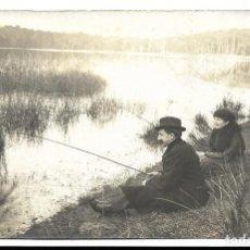 Fotografia antica: EXTRAORDINARIA FOTOGRAFIA ANTIGUA- UNA PAREJA EN DIA DE PESCA - FOTO - - - - -. Lote 194728900