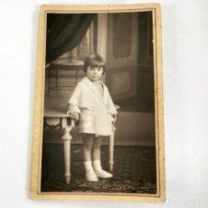 Fotografía antigua: FOTOGRAFIA NIÑA PEQUEÑA F. VOLTAS MÉNDEZ PELAYO, 100 BARCELONA - AÑOS 30 - 14 X 9 CM / TC-6. Lote 194730602
