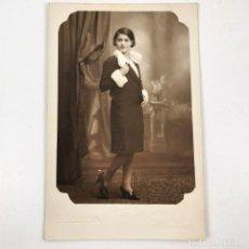 Fotografía antigua: FOTOGRAFIA MUJER DAMA - BANÚS - VIA LAYETANA, 61 - BARCELONA - AÑOS 30 - 13 X 8,5 CM / TC-6. Lote 194730838
