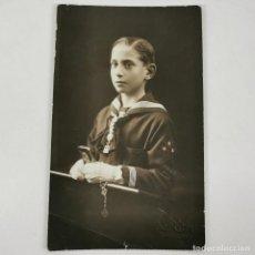 Fotografía antigua: FOTOGRAFIA NIÑO PRIMERA COMUNIÓN - RENOM - BARCELONA - AÑOS 30 - 13 X 8 CM / TC-6. Lote 194731622