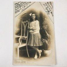 Fotografía antigua: FOTOGRAFIA NIÑA FOTO ESTUDIO - YRLA Y VIAL - SAN ANTONIO BARCELONA - HACIA 1910 - 13,5X8,5 CM / TC-6. Lote 194731988