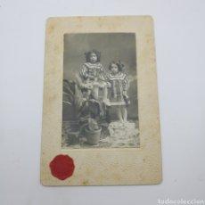 Fotografía antigua: FOTOGRAFIA DE DOS NIÑAS EN GERONA LEER REVERSO DOCUMENTADA. Lote 194754658