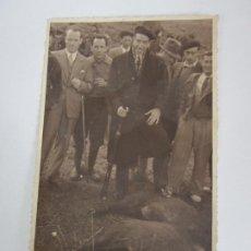Fotografía antigua: ANTIGUA FOTOGRAFÍA - CAZADORES, CAZA DEL JABALÍ - ZONA DEL MONTSENY. Lote 194770548