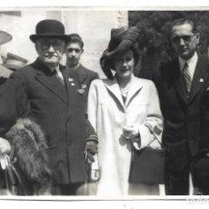 Fotografía antigua: FOTOGRAFIA ANTIGUA -PERSONAS EN ALGUN EVENTO - FOTO - PEREZ Y VILLAR - AÑOS 50. Lote 194775251