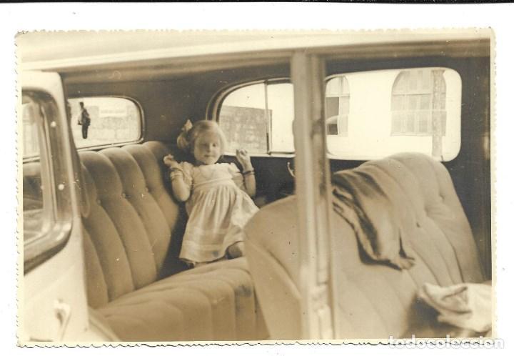 Fotografía antigua: M50-3 FOTOGRAFIAS ANTIGUAS DE - MADRE E HIJA VIAJE EN COCHE Y PARADA NECESARIA - Foto 3 - 194876460